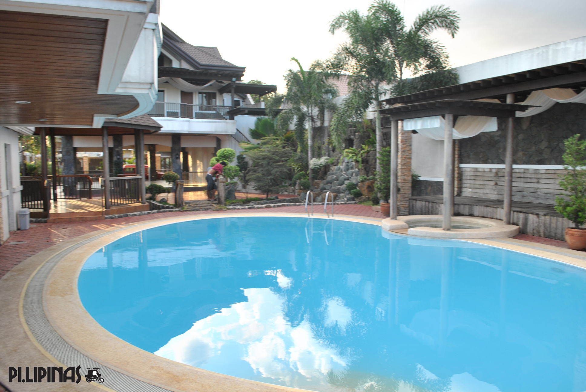 Flamingos garden resort private pool garden ftempo for Pool garden resort argao